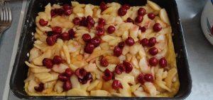 Тертий пляцок з яблуками