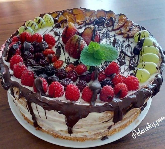 """Торт на день народження """"Ягідне поле"""""""