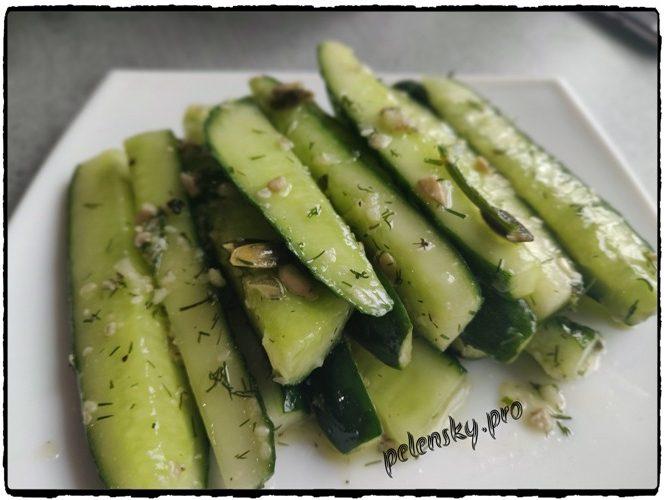Малосольні огірки, рецепт салата-закуски з огірків, кропу і часника.