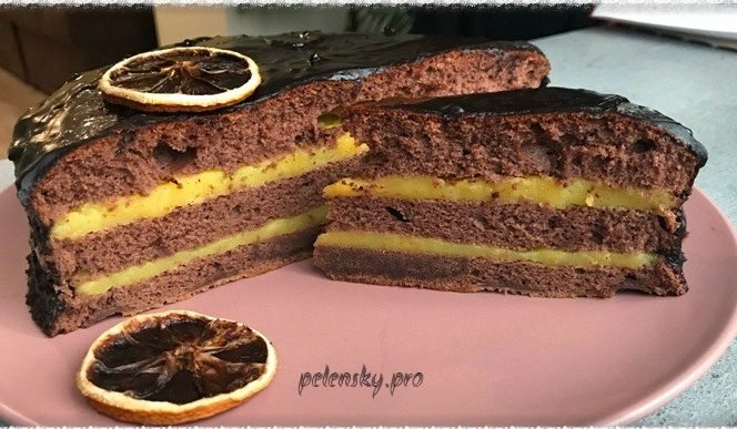 Шоколадний торт з апельсиновим кремом. Соковитий і ароматний.