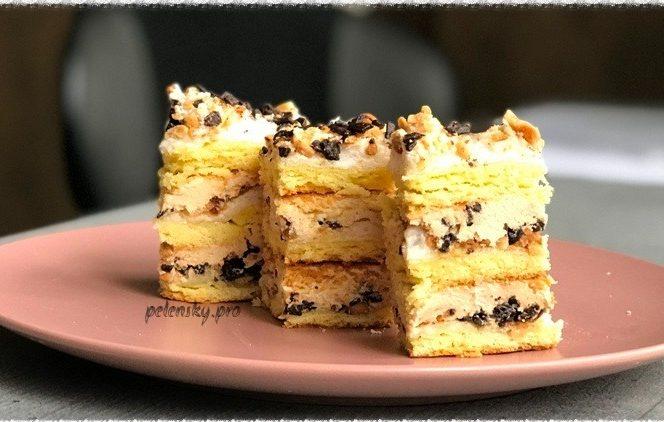 """Торт-пляцок """"Пісочний з горіхами та шоколадом"""" зїдається весь до останньої крихти."""