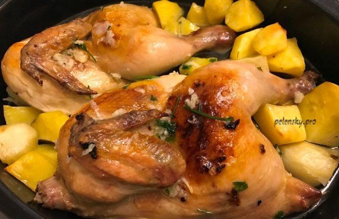 Фоворит святкового столу, запечена курка в духовці, ідеальний рецепт смачного м'яса.