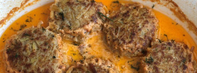 Тефтелі з м'ясом і картоплею запечені із підливою у духовці.