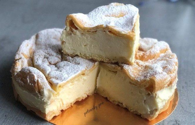 """Торт-пляцок """"Карпатка"""" з ніжним кремом на заварному тісті."""