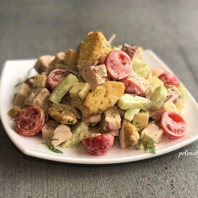 """Салат з куркою """"Валентина"""", рецепт для романтичного вечора."""