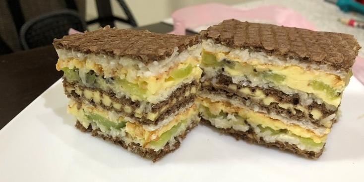 Кокосовий пляцок з вафельними коржами, рецепт смачного тортика.