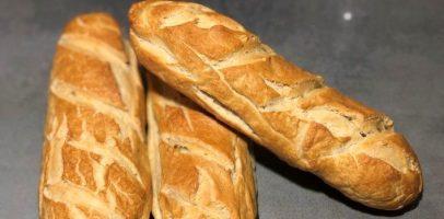 Варений хліб перед випіканням, рецепт хрумких багетів та батонів.