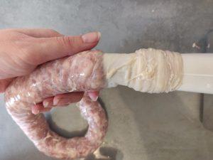 Печена ковбаса в духовці