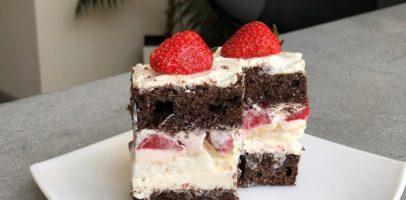 """Пляцок з полуницею """"Літня ейфорія"""". Рецепт простого торта."""