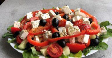 Грецький салат класичний – рецепт від ресторанного повара.