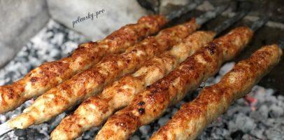 Люля-кебаб на шампурах. Рецепт шашлика з м'ясного фарша.