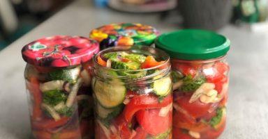 """Салат на зиму з помідорів, огірків і перцю """"Шакароб"""". Їж хоч щодня."""
