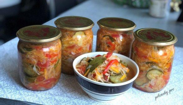 """Овочевий салат на зиму з капусти, помідорів і цибулі """"Селянський"""""""