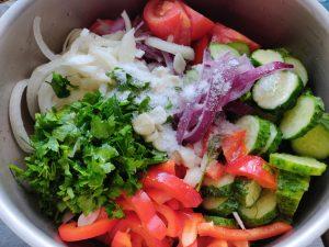 Салат на зиму з помідорів
