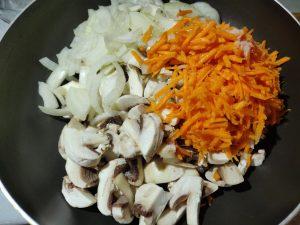 Салат з спаржевої квасолі (шпарагівки) і грибами