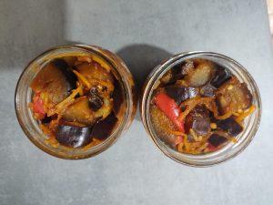 Баклажани з кетчупом чилі на зиму