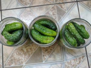 Мариновані огірки з кетчупом чилі