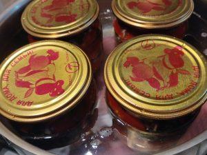 Рецепт маринованих помідорів половинками з часником