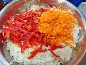 Маринована капуста з перцем і морквою