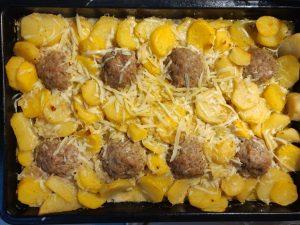 Картопля з фаршем в духовці