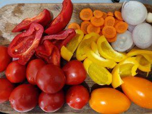 Помідори з перцем і цибулею на зиму