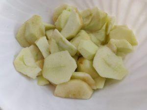 Яблучний  бісквітний пиріг
