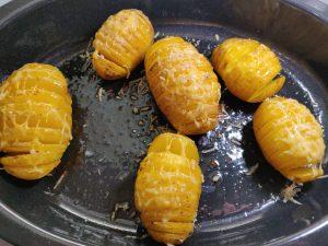 Картопля-гармошка запечена в духовці